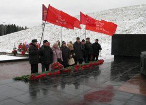 Возложение цветов к Монументу Славы